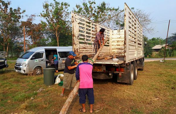 Our rescue team doing the great job preparing the truck for Bua Keaw
